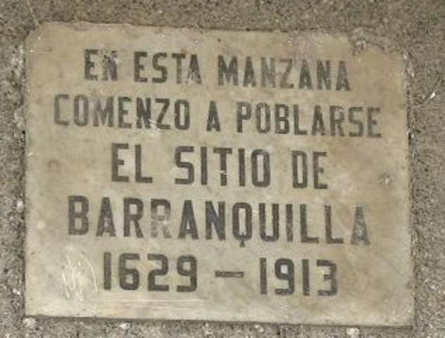"""""""Placa ubicada en la esquina de la Calle 32 con Carrera 44, donde estuvo el antiguo Teatro Municipal."""""""